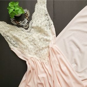 Vintage Miss Elaine Blush Pink Lace Nightie XSThis